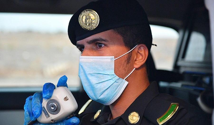 دوريات سرية وانتشار أمني واسع في المدينة المنورة لتطبيق منع التجول