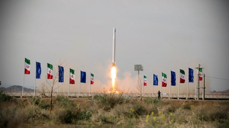 رصانة : برنامج إيران الفضائي تحدٍ دولي من العسكرة السرية إلى العلنية