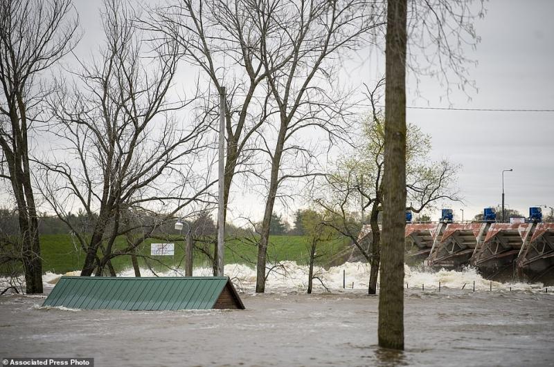 فيديو.. انهيار سدين في ميشيغن الأمريكية يهددان حياة 42 ألف شخص - المواطن