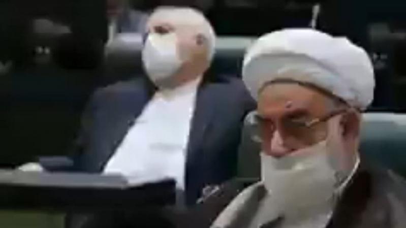 فيديو.. روحاني يتحدث وظريف في قيلولة !