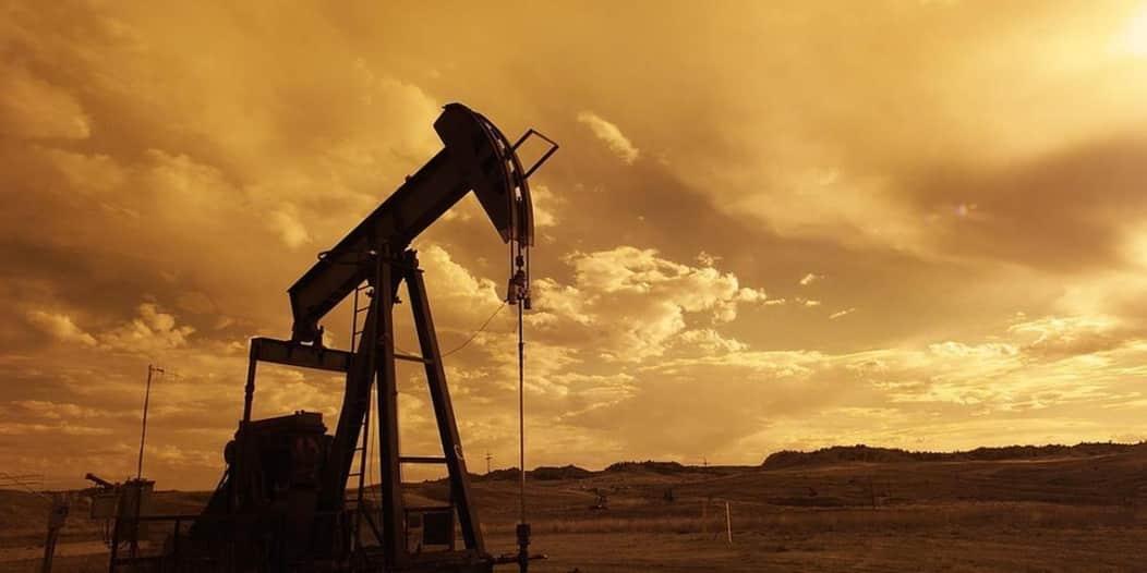 النفط يصعد 5% بدعم من انخفاض البطالة الأميركية وآمال اجتماع أوبك+