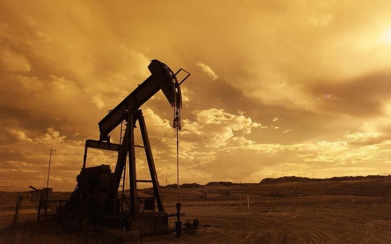 استقرار أسعار النفط وخام برنت ينخفض سنتين