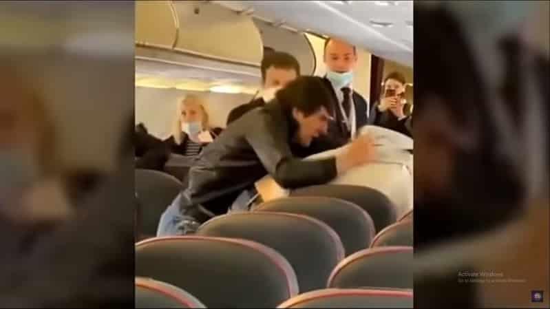 فيديو.. عراك في طائرة بسبب التباعد الاجتماعي !