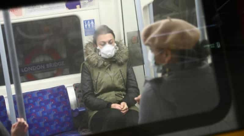 وفاة امرأة بصق عليها مصاب كورونا في بريطانيا