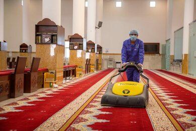 تعقيم وتطهير جوامع ومساجد نجران