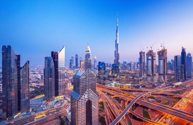 دبي تسمح بسفر المواطنين للخارج واستقبال السياح
