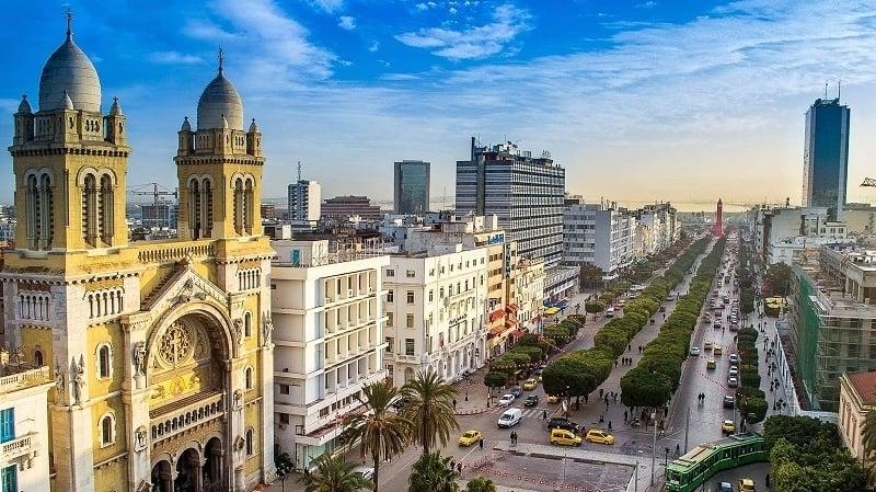 دولة عربية تفتح حدودها بعد تراجع كورونا