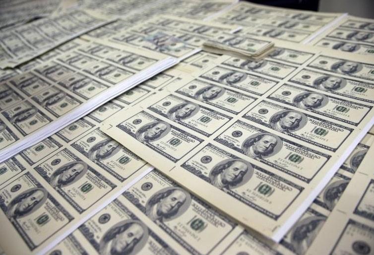سعر الدولار يتراجع مع ترقب النتائج النهائية لـ الانتخابات الأمريكية