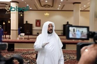 شاهد لايف.. وزير الشؤون الإسلامية يلوم إمام مسجد: تغيير هذا السجاد الفاخر عبث - المواطن