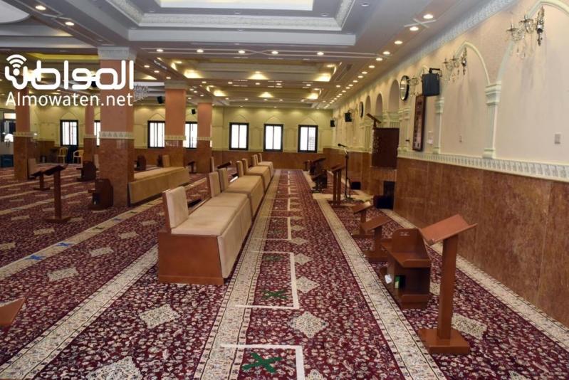 ضوابط فتح المساجد والمدة بين الآذان والإقامة مع عودة الحياة لطبيعتها