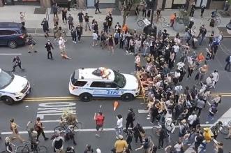 فيديو.. سيارات وخيول الشرطة الأمريكية تدهس المتظاهرين - المواطن