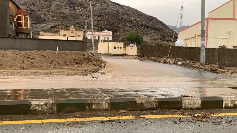 فيديو.. أمطار على ثلوث المنظر والدفاع المدني يحذر الجميع - المواطن