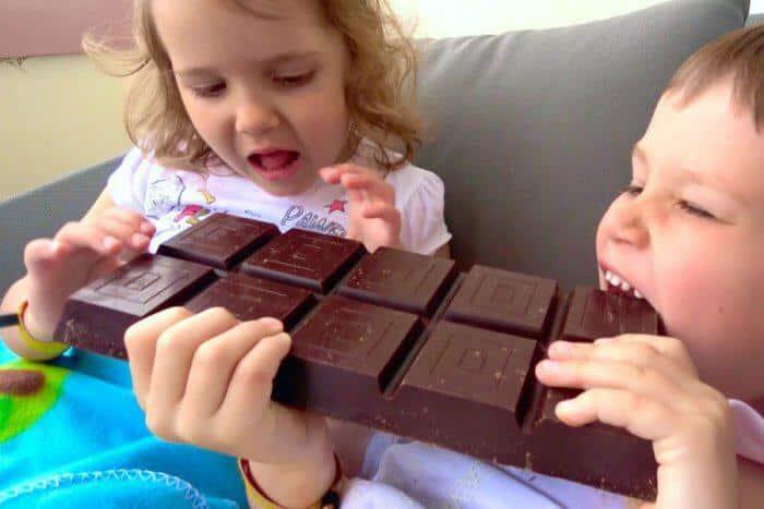 """استشاري لـ""""المواطن"""": نبهوا أبناءكم بعدم الإكثار من الشوكولاتة"""