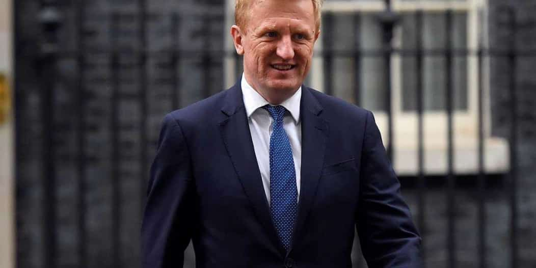 وزير بريطاني يتحدث عن مصير الدوري الإنجليزي