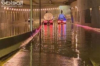 فيديو.. ارتفاع منسوب مياه الأمطار يغلق نفق طريق الملك سعود بخميس مشيط - المواطن