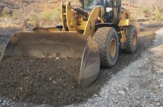إعادة فتح الطرق وإزالة آثار الأمطار في 9 مواقع برجال ألمع - المواطن