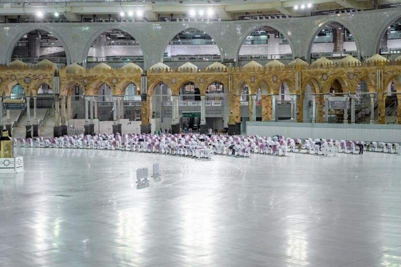 فيديو وصور.. أداء صلاة العشاء والتراويح وختم القرآن في المسجد الحرام - المواطن
