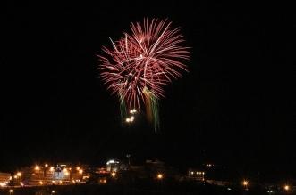 احتفالاً بـ عيد الفطر.. الألعاب النارية تزين سماء أبها - المواطن