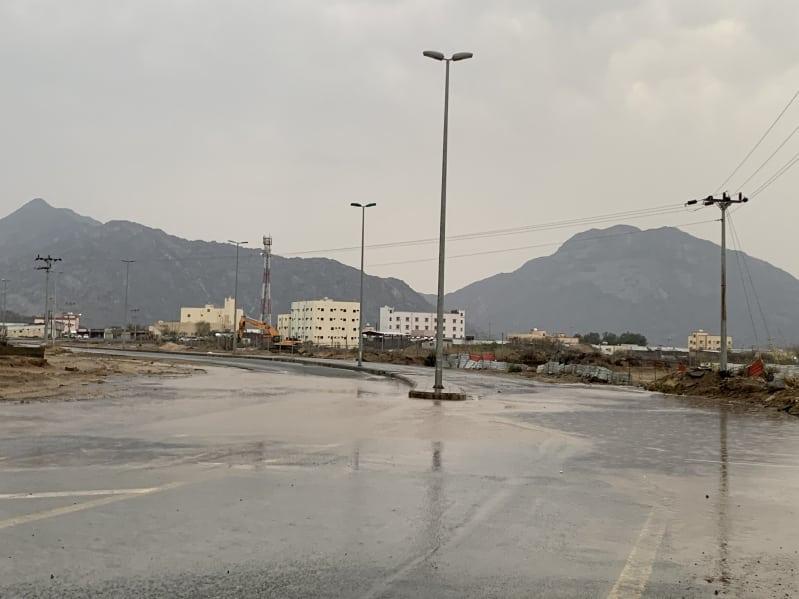 فيديو.. أمطار على ثلوث المنظر والدفاع المدني يحذر الجميع