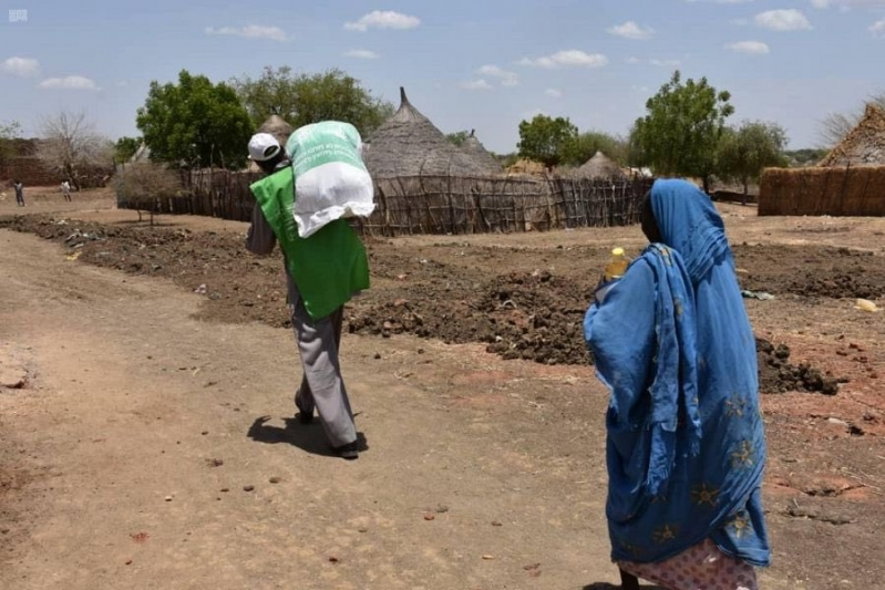 إغاثي الملك سلمان يوزع 1,950 سلة رمضانية في السودان