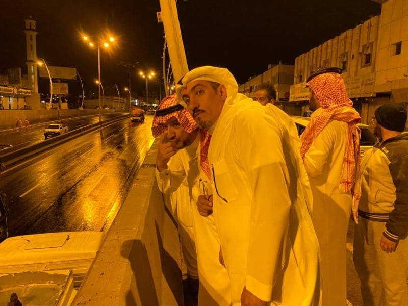الدفع بآليات ومعدات لنزح مياه الأمطار بخميس مشيط - المواطن