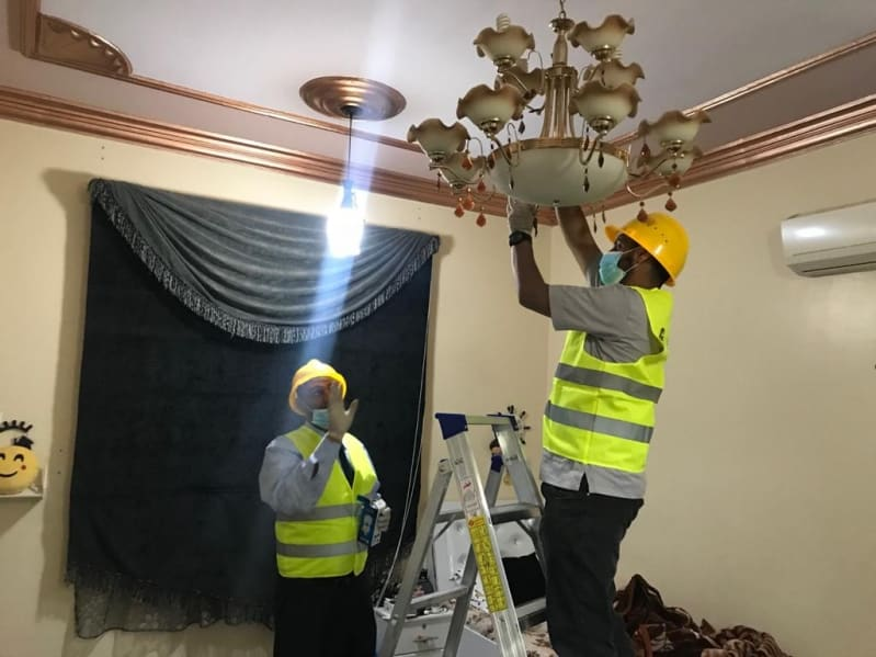 تقنية أبها تنفذ المتطوع التقني لصيانة منازل الأسر المحتاجة