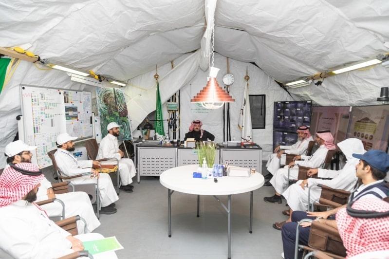 أمير عسير يطلق مشروع الفرز البصري والتوعية الصحية بالأسواق التجارية