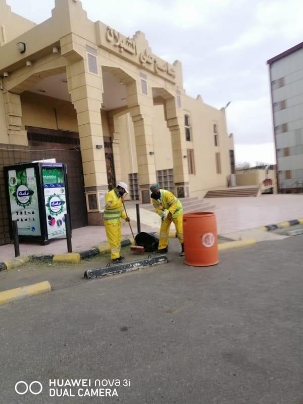 تكثيف أعمال تعقيم ساحات مساجد عسير استعدادًا لاستقبال المصلين - المواطن