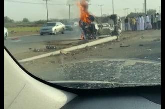 احتراق مركبة وإصابة مواطن في حادث تصادم بالطوال - المواطن