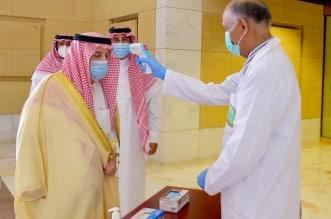 فيصل بن بندر في قصر الحكم .. قياس الحرارة ولبس الكمامة وتطبيق التباعد - المواطن