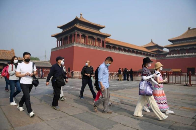 الموجة الثانية من كورونا تؤدي إلى إغلاق سوق وحجر 11 حيًا في بكين