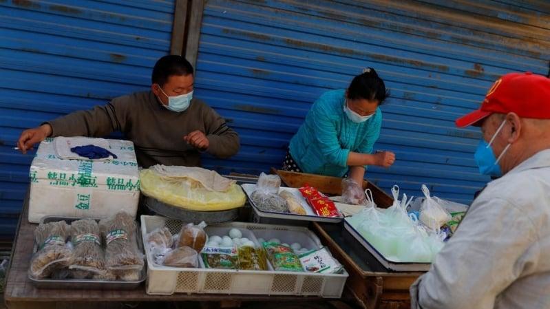 بكين تغلق سوقًا.. هل يضرب كورونا الصين مجددًا؟