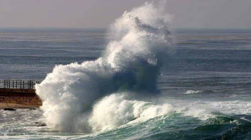 تحذير من ارتفاع الأمواج وأتربة مثارة في تبوك