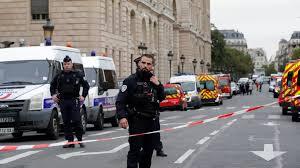 الشرطة الفرنسية تخلي أكبر متجر تجاري بحي لاديفانس في باريس - المواطن