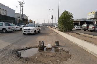 شاهد بالصور.. حفريات تتربص بسالكي طريق حي الصناعية بجازان - المواطن