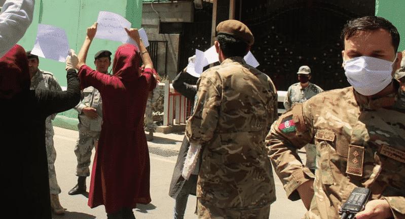 شرطة إيران تقتل اللاجئين الأفغان والخارجية تستدعي سفير كابول!