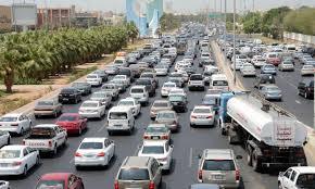 المرور يوضح أهمية التقيد بالمسارات المحددة على الطرق