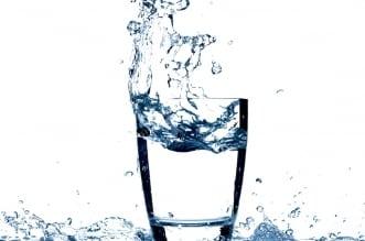 ماذا يحدث لجسدك عند شرب لترين من الماء يوميًا؟ - المواطن