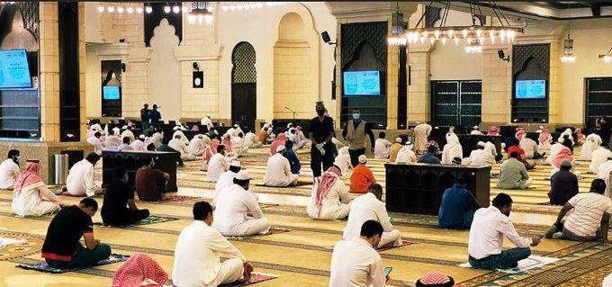 صلاة الجمعة الاولى بعد رفع الحظر 6 1