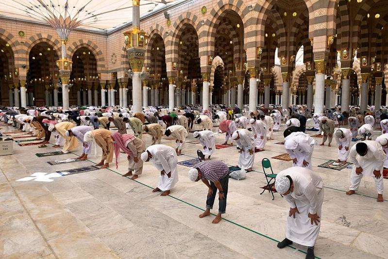 صلاة الجمعة في المسجد النبوي1