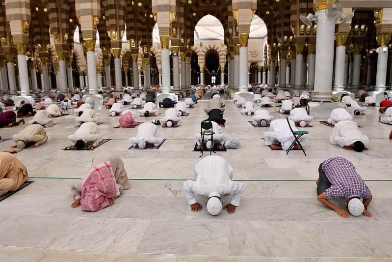 صلاة الجمعة في المسجد النبوي2