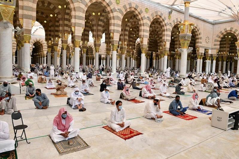 صلاة الجمعة في المسجد النبوي3