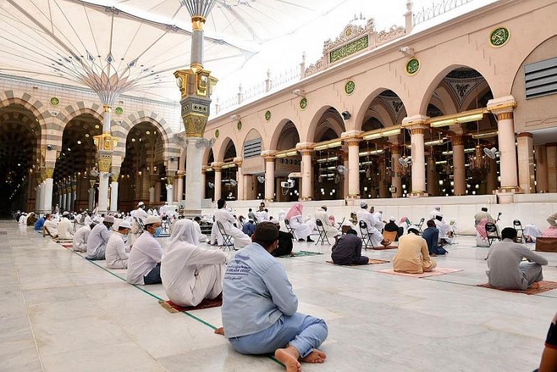 صلاة الجمعة في المسجد النبوي5