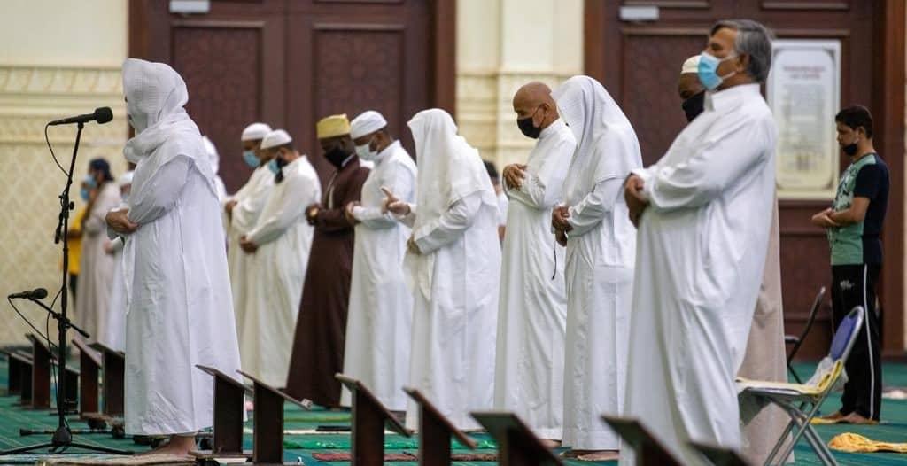شاهد.. أول صلاة فجر في مساجد مكة بعد رفع الإغلاق