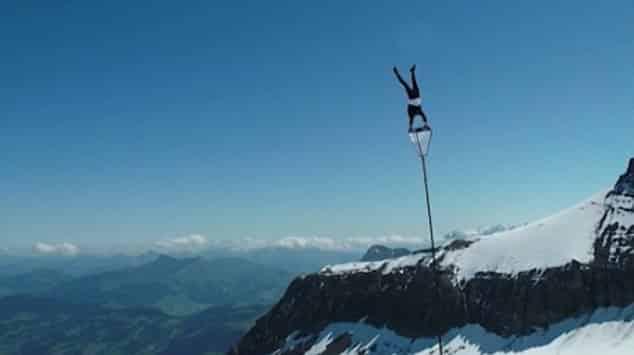 عروض خطيرة فوق جبال الألب السويسرية