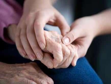الصحة: اعتنوا بأصحاب الأمراض المزمنة لحمايتهم من كورونا