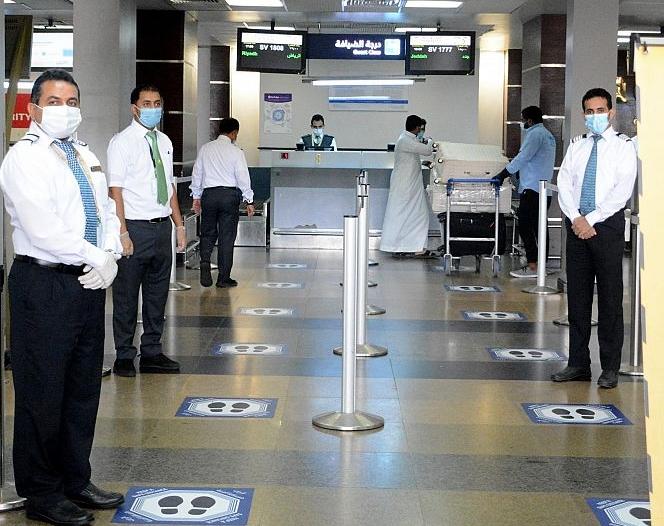 صور تبرز الالتزام.. هكذا استأنف مطارا المدينة وجازان رحلاتهما