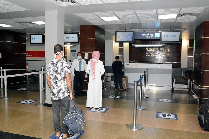 فحص الركاب ومناطق للعزل وارتداء الكمامة شرط دخول مطار جازان
