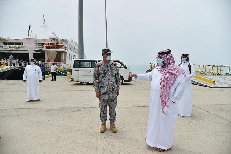 نائب أمير جازان يتابع الاحترازات بصالات وعبارات ميناء فرسان