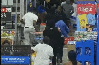 فيديو.. اقتحام مول وول مارت لسرقة بضائع بـ 116 ألف دولار - المواطن